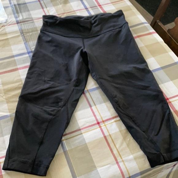 Lululemon capris/shorts